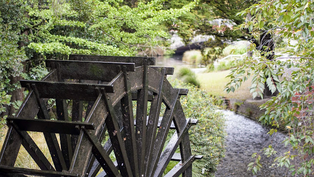 Waterwheel along the Avon River in Christchurch, New Zealand