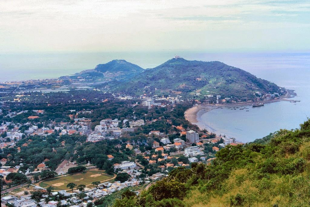 Vung Tau, a favorite beach of Southern people 16
