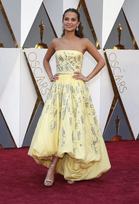 Oscar 2016 Alicia Vikander vestida de Louis Vuitton