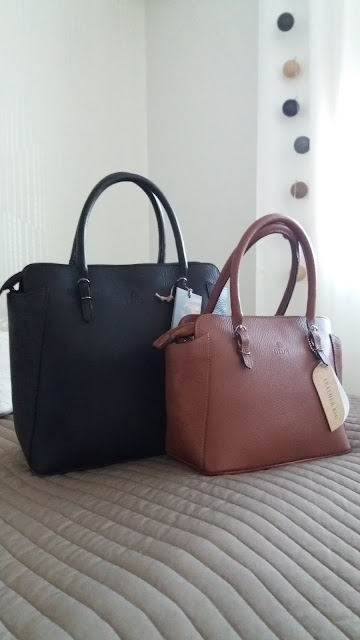 Kuvasin laukkuja vain ulkoapäin. En halunnut möyhätä lainassa olevia  laukkuja yhtään enempää kuin pakollista. ad195b1578