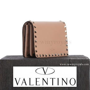 Princess Sofia style Valentino Pink Rockstud Clutch Bag