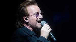 El cantante Bono de la banda U2