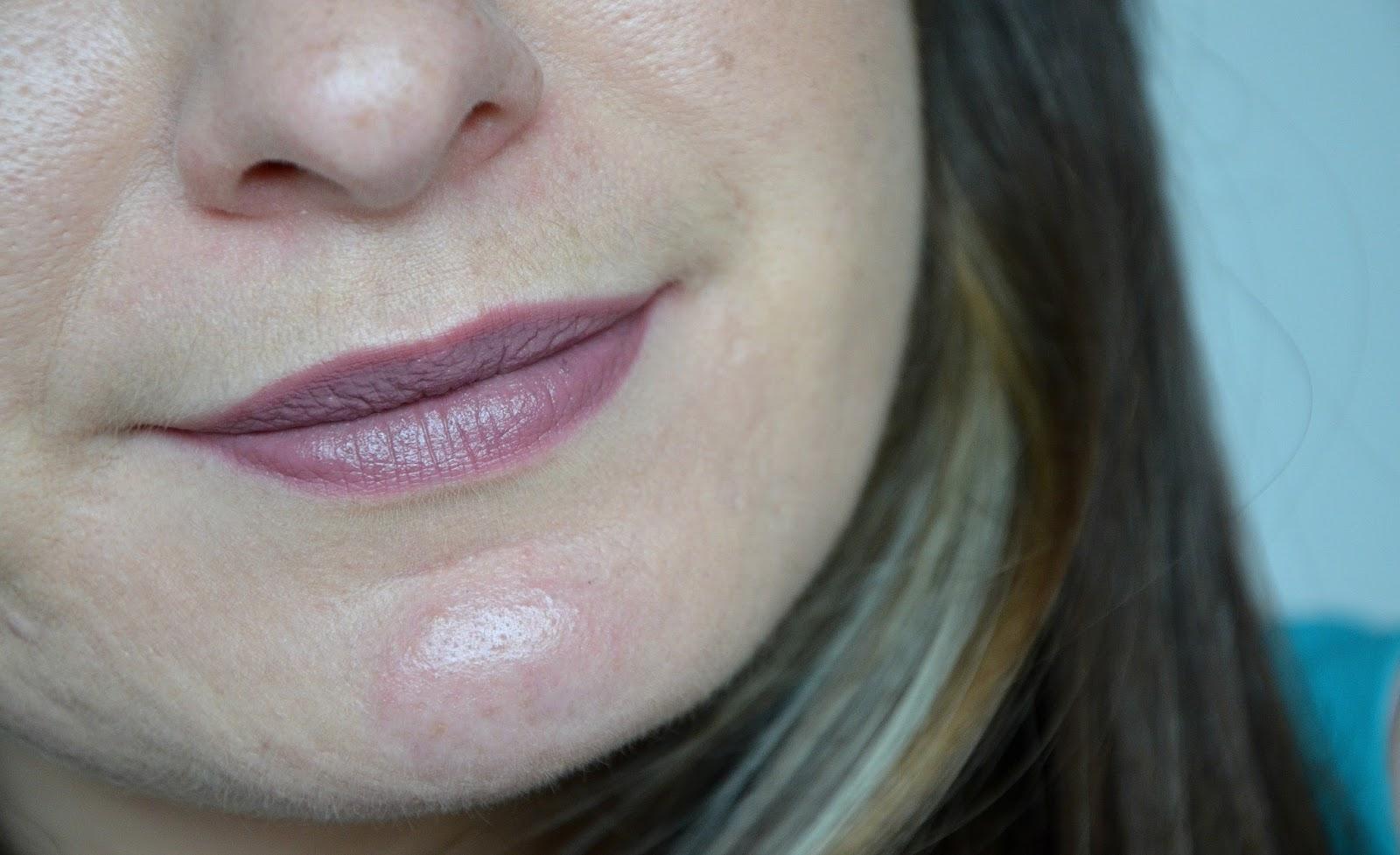 L'Oréal Paris Rouges à lèvres infaillible lip paint matte 212 nude-ist swatch
