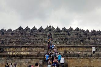 Borobudur, Hujan, dan Uang yang Tertinggal