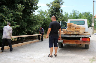 Unloading lumber for the raised beds