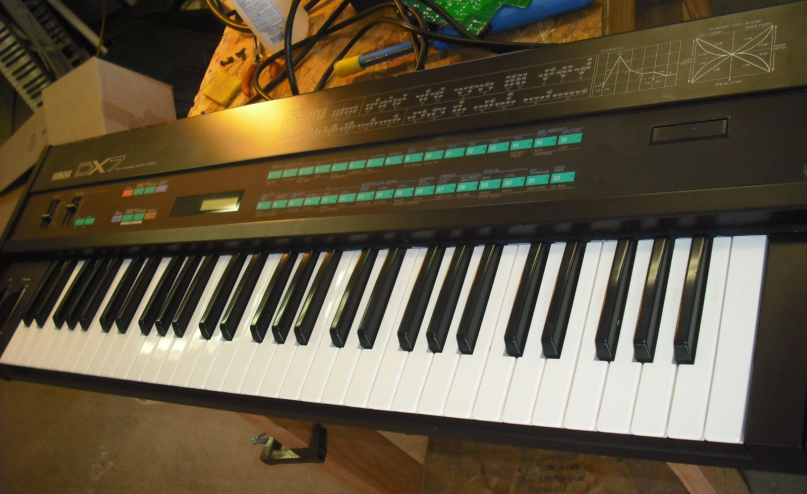 fixingelectronics: Yamaha DX7 repair : no sound, new battery