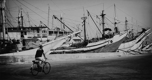 Sunda Kelapa Ojek Sepeda Jakarta by Charlie Hartono