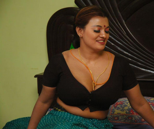 Tamil Mature Aunty Hot Show In Nighty , Saree Hottest -1123