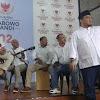 Cara Sandiaga Tunggu Kedatangan Prabowo; Main Musik Hingga Stand Up Comedy