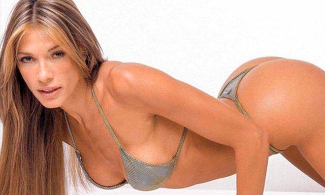 Catherine Fulop encendió sus redes sociales con un bikinazo
