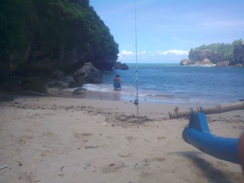 Yuk Mancing ke Pantai Ngrenehan