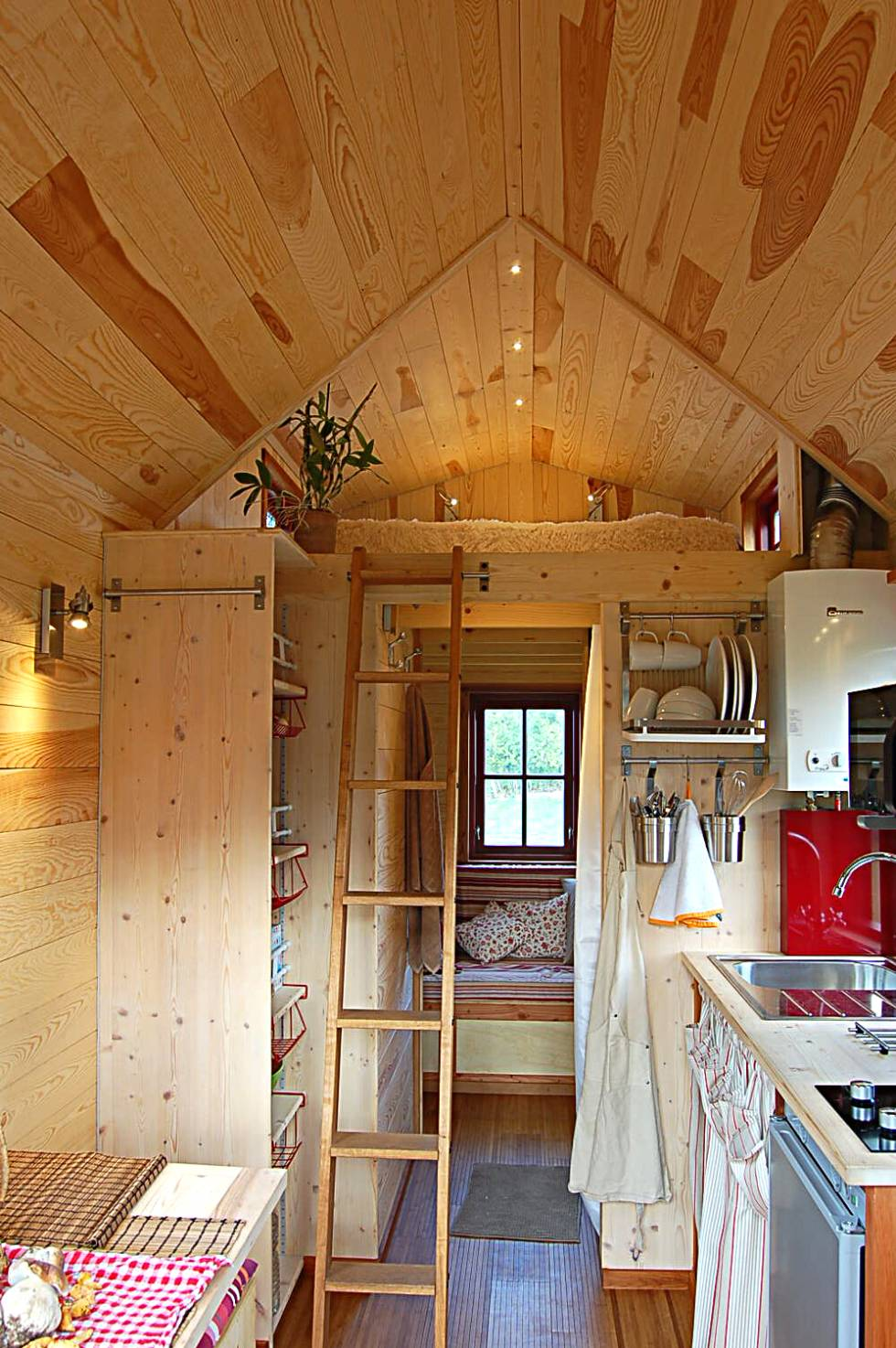 tiny house town the milvus 560 from fr d ric berard. Black Bedroom Furniture Sets. Home Design Ideas