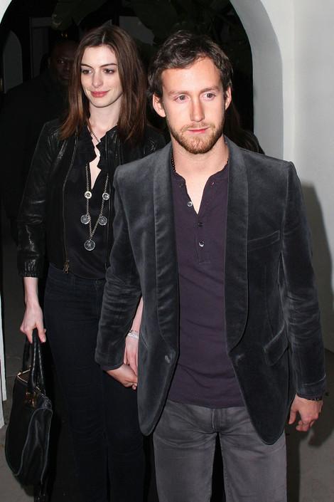 Hot Zone Pics: Anne Hathaway With Her Boyfriend Adam ...