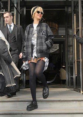031eb24d774c ... τα τακούνια με καρφιά έγιναν από ένα δύσκολο να αποκτήσεις αντικείμενο  μόδας σε κάτι που γέμισε τα καταστήματα μόδας σε λίγες μόλις σεζόν.