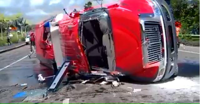 Seis bomberos heridos al volcarse camión en Maimón