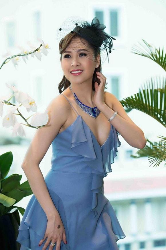 'Gái nhảy' Minh Thư diện váy xanh tiên cá khoe vẻ đẹp gợi cảm tuổi 42 -4