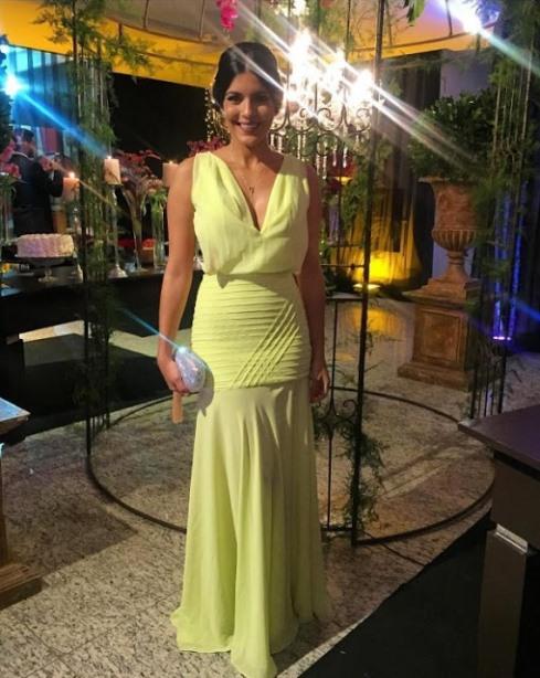 vestido de festa amarelo praia