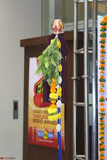 Marath Actrss Urmila Kanitkar Celetes Gudi Padwa in Orange Saree 35