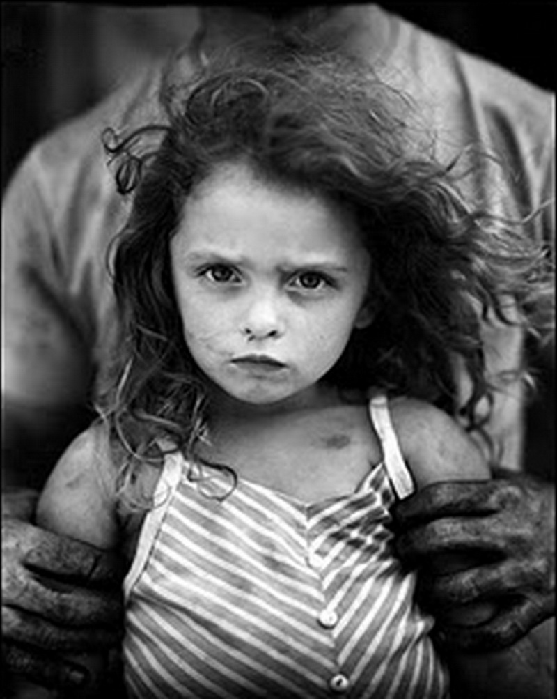 Sally Mann - Celebrity biography, zodiac sign and famous