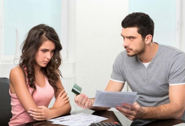 brigas-no-casamento-por-causa-de-dinheiro
