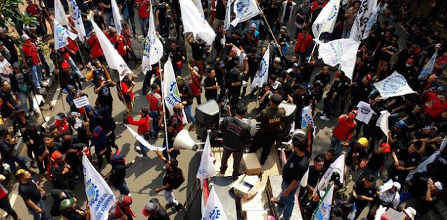 Dihadang Polisi, Buruh: Kami Mau Sampaikan Aspirasi, Bukan Makar! - BeritaIslam24 = OpiniBangsa