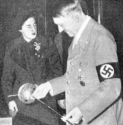 Adolf Hitler y Pilar Primo de Rivera