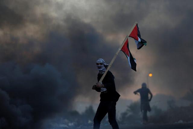 Φλέγεται η Μέση Ανατολή! Ταραχές και διαδηλώσεις κατά Τραμπ