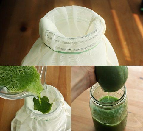 Cara menyaring jus sayur dari ampasnya