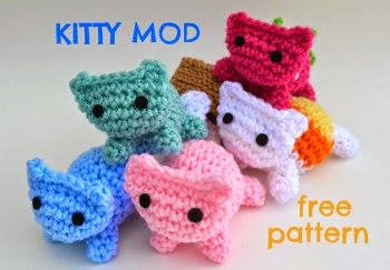 Piu the Mouse Brooch   Crochet   Yarn   243x350
