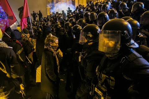 Az ellenzék erőszakos fellépésre hív fel a rendőrséggel szemben