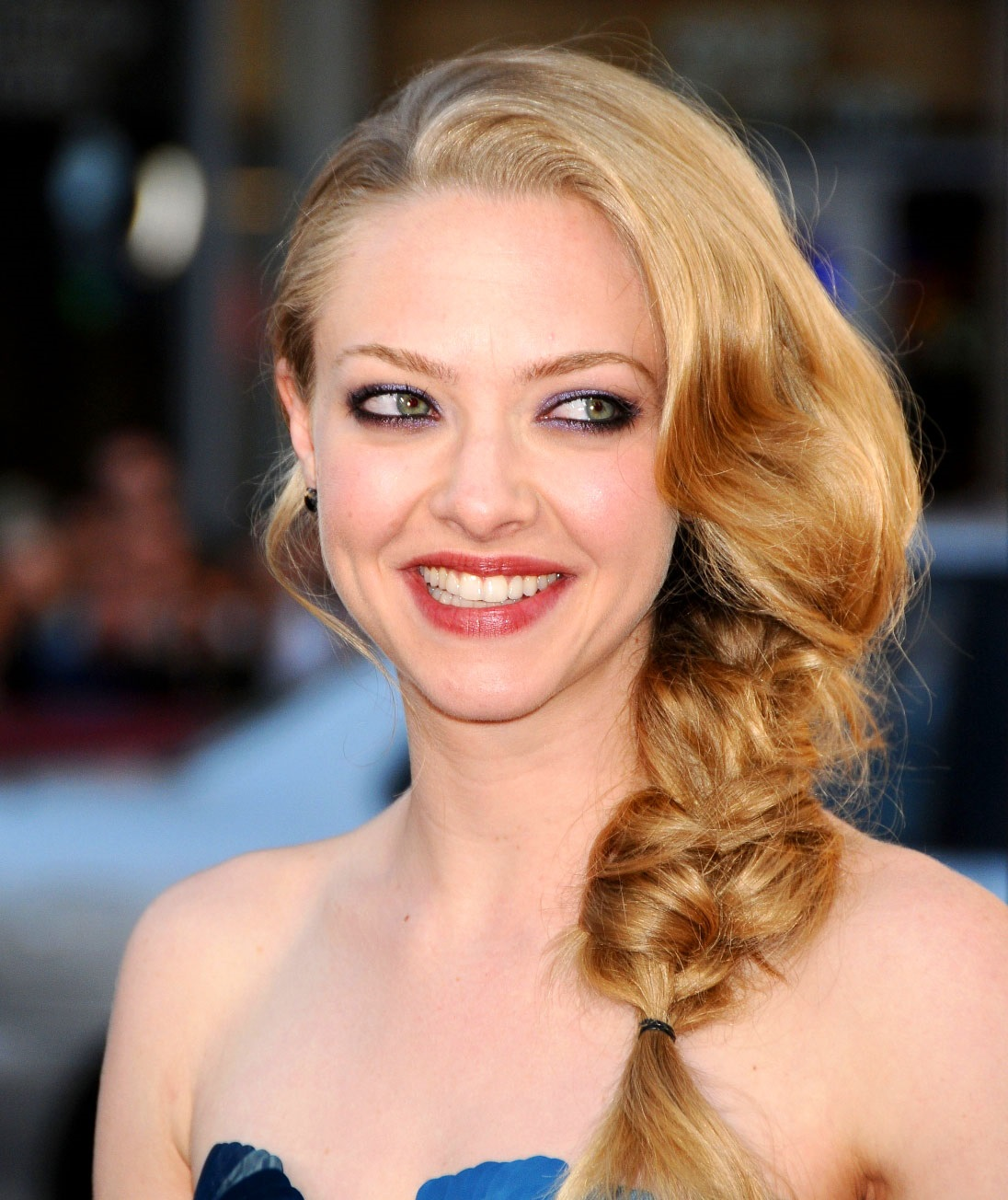 Celebrities Hairstyles: Amanda Seyfried Hairstyles 2017