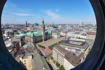 Rathaus Hamburg von oben - Blick von der St. Petri Kirche
