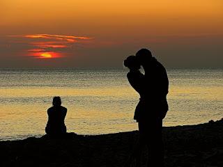 4 Cara jitu menghadapi suami selingkuh biar jera dan tobat!