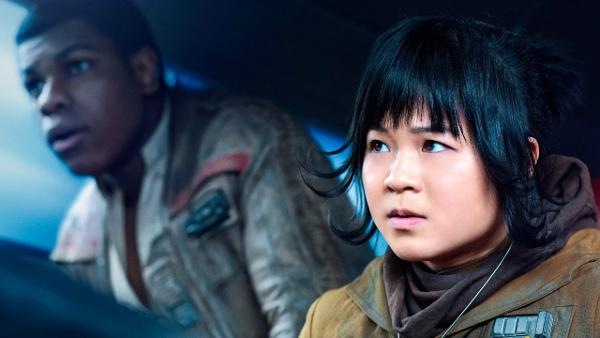 Finn (John Boyega) et Rose Tico (Kelly Marie Tran) dans Star Wars 8, les derniers jedi