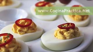 Huevos rellenos con paté y mayonesa