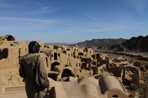 Admiring the abandoned mud city of Kharanaq in Iran
