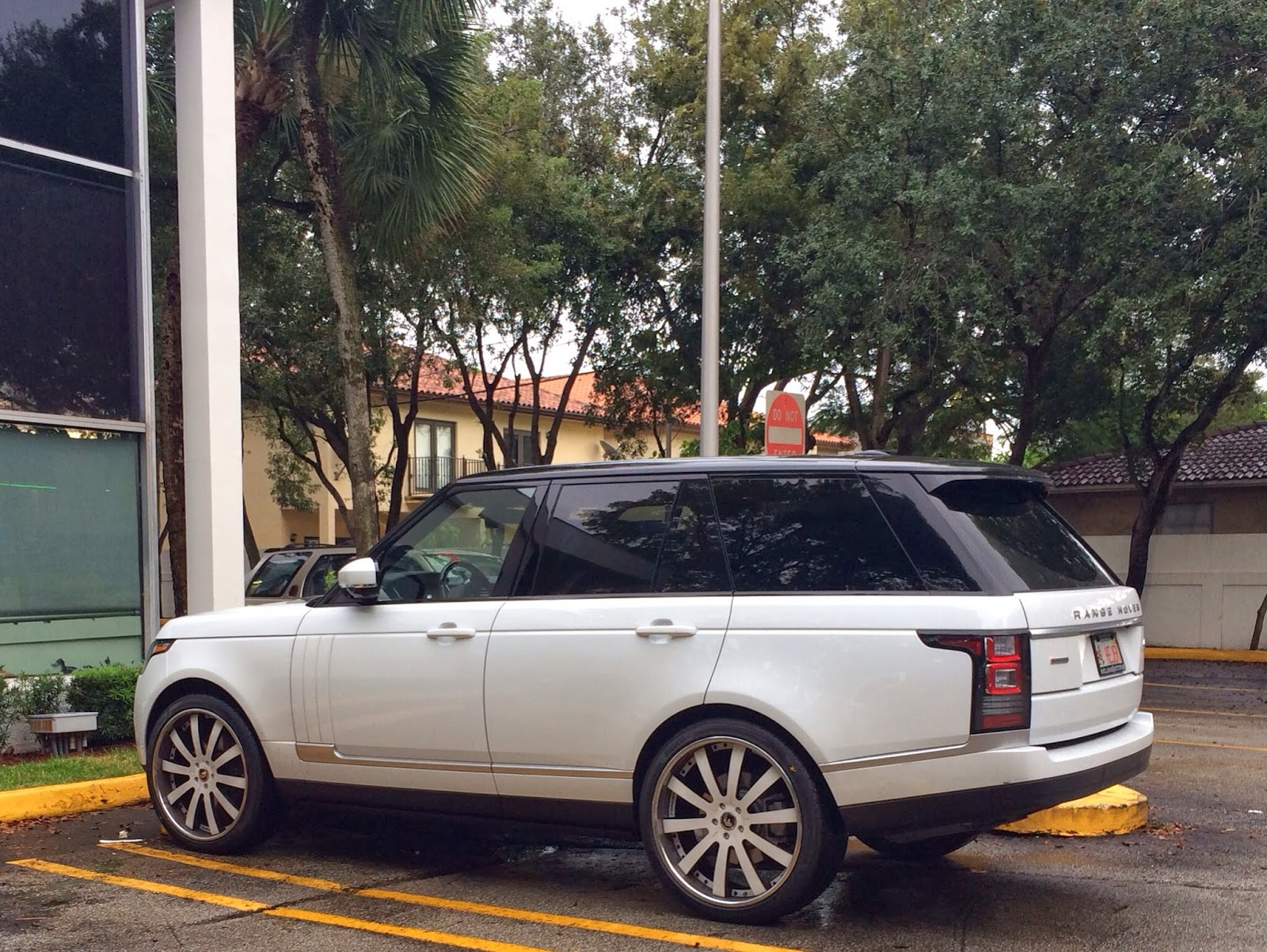 Range Rover Supercharged with White Rims