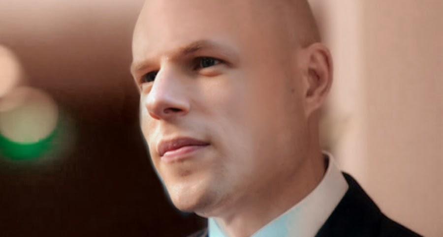 Cum ar arăta Jesse Eisenberg în rolul Lex Luthor chel