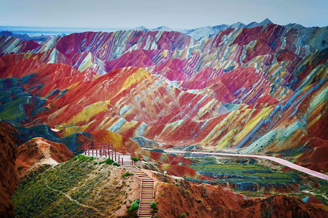 The-Rainbow-Mountains-a.k.a-Pegunungan-Pelangi-Zhangye-Danxia-China