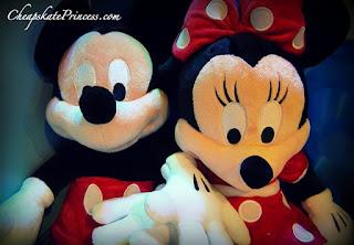 Gambar boneka Mickey dan Minnie Mouse berpasangan 2