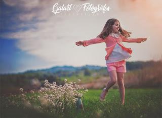 Fotografías de comunión en el campo niñas Galart Fotógrafos