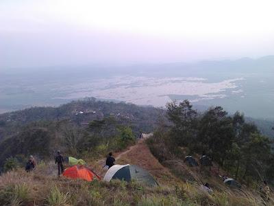 Pemandangan Rawa Pening dari Puncak Gunung Kendil