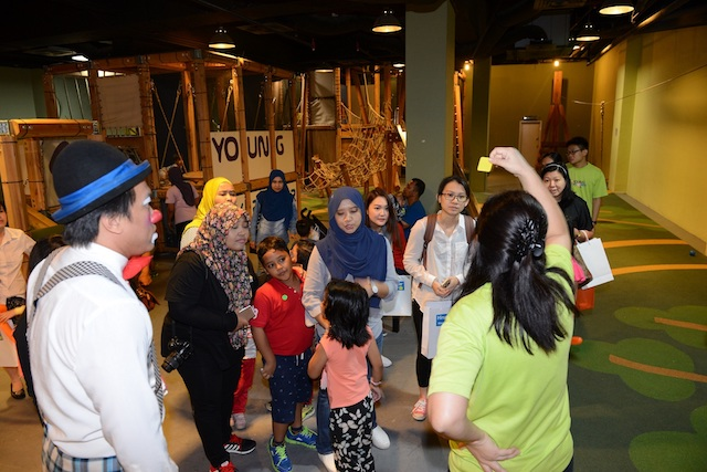 The fun treasure hunt during the launch of the 'My Hero-Scar' campaign creates nice family memories and strengthens the bond between parents and their kids.