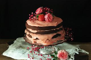 DEVIL'S CAKE CON BUTTERCREAM DE FRESAS NATURALES