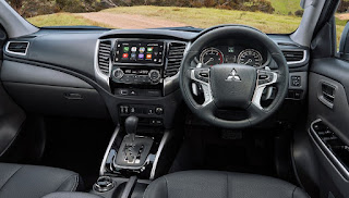 Mitsubishi L200/Triton Interior: panel, entertainment