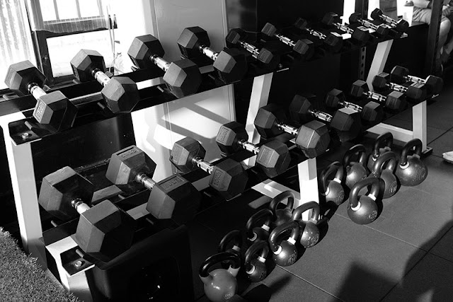 How to lose weight at home with dumbbells