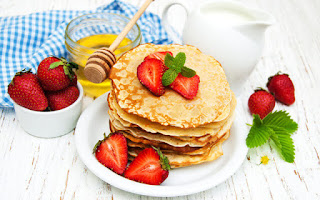 Tortitas con fresas y miel