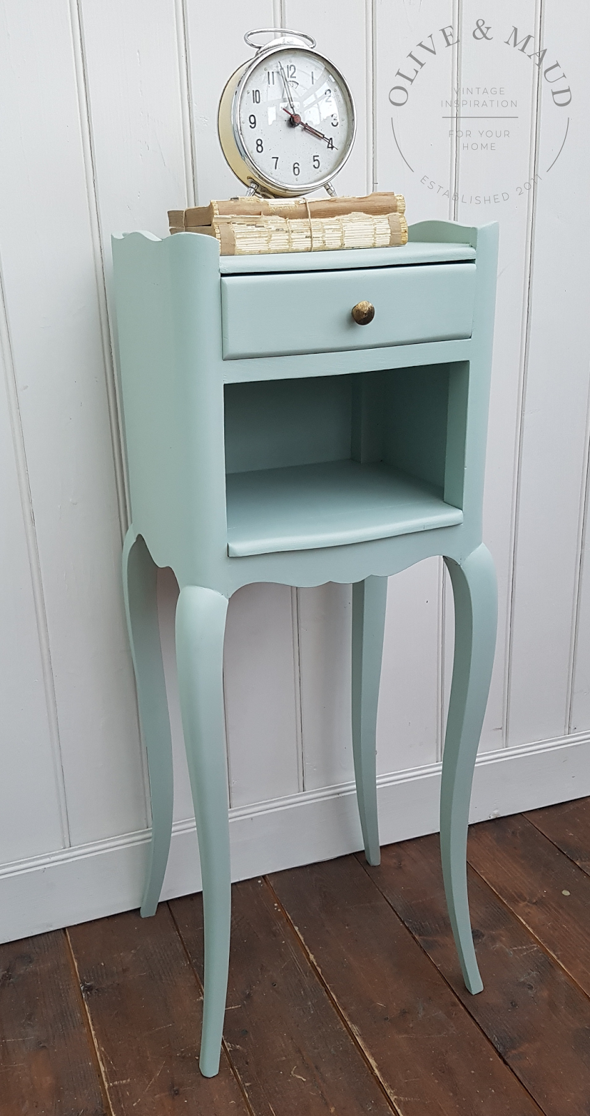 Olive maud pretty french bedside table for Pretty html table