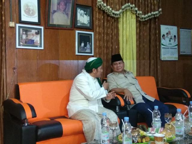 Bertemu KH Sholahuddin, Prabowo Bahas Bendera Tauhid