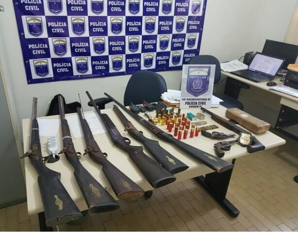 Homem é preso com várias armas, munições e droga no Agreste de Pernambuco